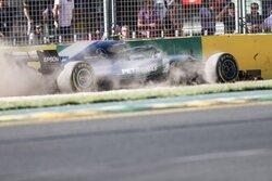 画像:ボッタス「トラブルが発生。テストの時とは状況が全く違うが心配はしていない」メルセデス F1オーストラリアGP金曜