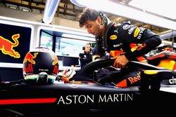 画像:リカルド「メルセデスやフェラーリと戦うため、ウルトラソフトを回避するかも」レッドブル F1中国GP金曜