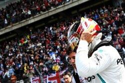 画像:ハミルトン「悲惨な週末。フェルスタッペンに助けられたが、これ以上ポイントを失うわけにはいかない」メルセデス F1中国GP日曜