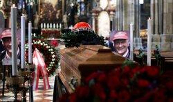 画像:F1レジェンド、ニキ・ラウダに友人たちが最後の別れ。ウィーンで葬儀営まれる