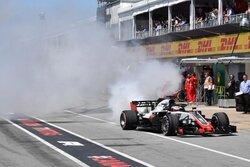 画像:【動画】ピットロードでエンジンブローに見舞われたグロージャン/F1カナダGP 予選