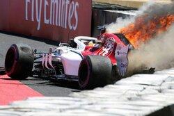 画像:【動画】クラッシュを喫したエリクソンのマシンが炎上/F1フランスGPフリー走行1回目