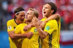 画像:スウェーデン、スイスを下し24年ぶりに8強入り! 10番フォルスベリが決勝点