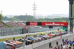画像:鈴鹿8耐決勝レースがスタート。2周目でヨシムラスズキが転倒し優勝争いから後退