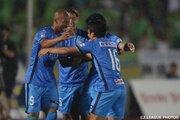首位湘南、後半の2ゴールで徳島との上位対決制す…2位福岡も快勝/J2第25節