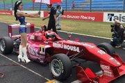 小学生レーサーのJuju、『FORMULA UNDER 17&SENIOR RACE』でF3マシンを駆り優勝を飾る