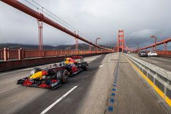 画像:【動画】F1マシンも夏休みのバカンスへ。レッドブルF1がサンフランシスコ、ラスベガスを疾走