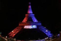 画像:エッフェル塔がFWネイマールを歓迎、ライトアップでPSG加入を祝福