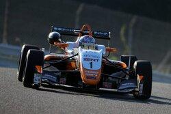 画像:全日本F3第18戦オートポリス:坪井翔が6連勝! 今季8勝目を飾る。F3-Nは元嶋が連勝