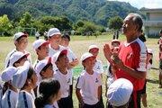 浦和レッズ、8年目の東北訪問…ミニゴールやボールをハートフルクラブが寄贈