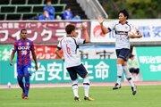 ウタカ退場で10人のFC東京、丸山弾で追い付きドロー…甲府は3連勝ならず