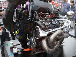 画像:F1日本GP技術解説(1):パワー向上のため、2017年からコンプレッサーのレイアウトを大きく変更したホンダPU