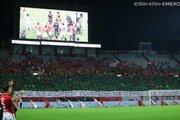 浦和レッズがシャペコエンセに緑色のビジュアルシートを贈呈