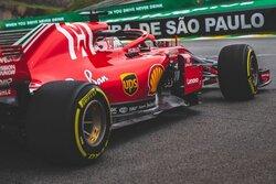 画像:F1 Topic:フリー走行でブリスターに悩まされたフェラーリとメルセデス。決勝のカギを握るタイヤ選択