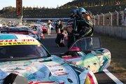 スーパーGT300:LEON AMGが優勝も、谷口/片岡組の初音ミク AMGがチャンピオン獲得