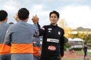 新潟、片渕浩一郎監督が来季続投「躍動感のあるサッカーで昇格を目指す」