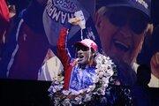 歓喜の牛乳を完全再現。佐藤琢磨、オフ恒例イベントでインディ500制覇をファンに直接報告