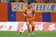 新潟、35歳DF富澤清太郎との契約を更新…今季はJ1で24試合に出場