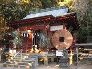 巨大な「和同開珎」が参拝者をお出迎え お金儲けがしたいなら、埼玉秩父の「銭神様」へ