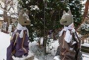 めっちゃスポーティー! 予想外すぎる姿の「狛狐」が青森で発見される