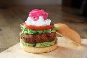 日本初上陸のバーガーレストラン「UMAMI BURGER」が東京・青山に3月24日オープン!