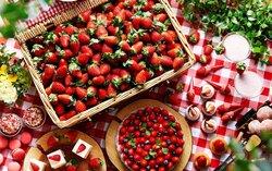 画像:マカロンタワー出現! 苺づくしのフェア「ストロベリー・センセーション」が人気沸騰中