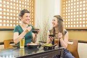 母国語や食習慣を事前にお知らせ 訪日外国人を最新技術で「おもてなし」