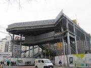 渋谷に「鉄の城」出現! 今しか見られない巨大建造物、宮下公園跡に