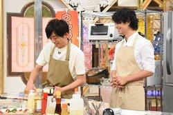 画像:高橋一生と斎藤工がイケメンすぎる料理の腕前を披露「得する人損する人」