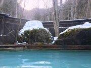 エメラルドブルーに輝くお湯が神秘的! 女性にオススメしたい、長野の隠れ名混浴【白骨温泉・丸永旅館】