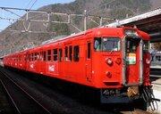 「塗りたてでとても鮮やかな赤色」 しなの鉄道、コカ・コーラ電車に鉄道ファン大満足!