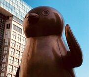 東京には、誰もが肖像画を持つ「最高指導者」がいる? その偉大なる像に謁見してきました