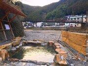 ほぼ丸見え...!開放感がたまらない混浴露天 川原の真ん中に、湯船がポツンと【和歌山・川湯温泉】