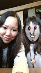 画像:顔がネックレスやインターホンに変換されるホラーな写真が続々 顔を交換するアプリの誤認識が話題に/画像提供:na-na(@happy_naa)さん