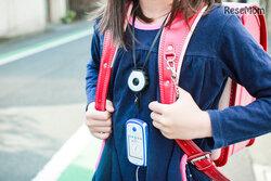 画像:夜道・通塾の安全対策に、反射材付ネックストラップ「プティライト」