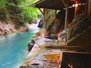 墨のような温泉と、真っ青な渓流... 美しいコントラストを味わう露天混浴【栃木県・明賀屋本館】