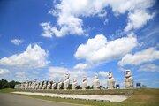 モアイ像がずらりと並ぶ謎の巨大墓所 北海道・真駒内滝野霊園のフシギに迫る