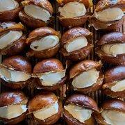 ブーム到来中スイーツ「マリトッツォ」の進化系? 仙台のパン屋が作った「ハニトッツォ」が超おいしそう