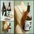 画像:日本酒の一升瓶がリュックサックに 斬新な日本酒バッグ「下戸」と「ザル」が話題に