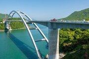 熊本にアーチ橋「天城橋」開通 「くまモン橋」命名ならずも、開通イベントで祝福