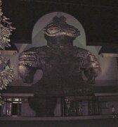 高さ17m、目から七色ビーム...! 青森・木造駅に鎮座する巨大土偶が完全にロマンの塊だった