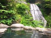 目の前には滝!ダイナミックすぎる混浴露天 大自然広がる山奥の秘湯【奥鬼怒温泉・八丁の湯】