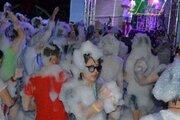 遊園地で「泡まみれ」になってみない? 浜名湖パルパル、夏の「泡パーティー」を開催中
