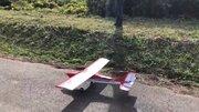 【動画】父が10万円かけて作ったラジコン飛行機、初フライト直後に大破してしまう