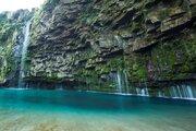 エメラルドグリーンの美しすぎる「雄川の滝」、西郷どん効果で観光客が2.5倍!