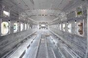 「エイリアンの巣か」「秘密基地の通路みたい」 銀色に光る「製造中の新型新幹線内部」が話題に