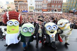 画像:【USJ】HYDEとミニオンがハロパでコラボ!豪華競演に1万人熱狂!