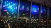 大阪の街が「インベーダー」の舞台に! ハルカス展望台がゲーム画面に変わる斬新イベント