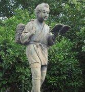 小学校によくある二宮金次郎像、石川県内には九谷焼や木造もある