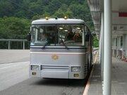 見た目はバスだけど...実は電車! 関電トンネルトロリーバス、営業終了まであと1か月